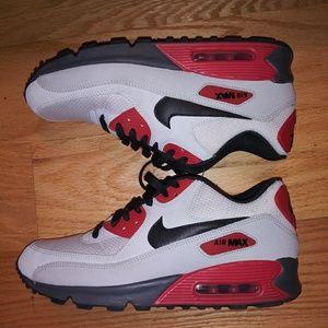 Nike Air Max 90 essential. Sz 9.